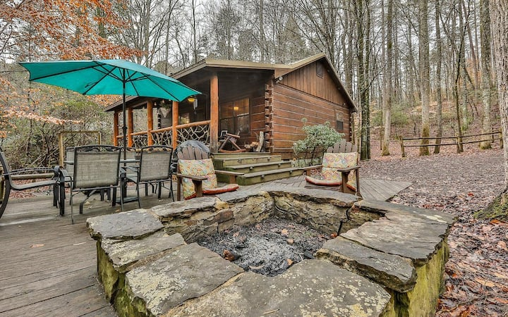 Creekside Log Cabin w/ Hot Tub, Fire Pit