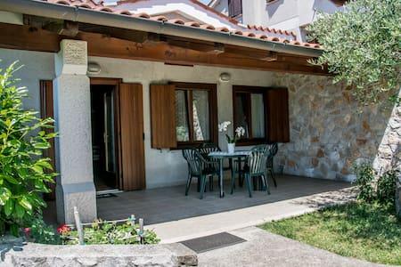 """Agriturismo """"Terra del Carso"""" Appart. Olivo - San Pelagio - Apartment"""