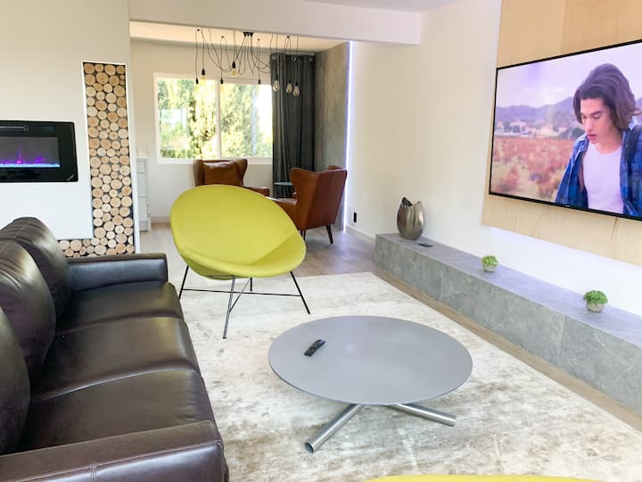 Insta-worthy apartment in sunny Anaheim