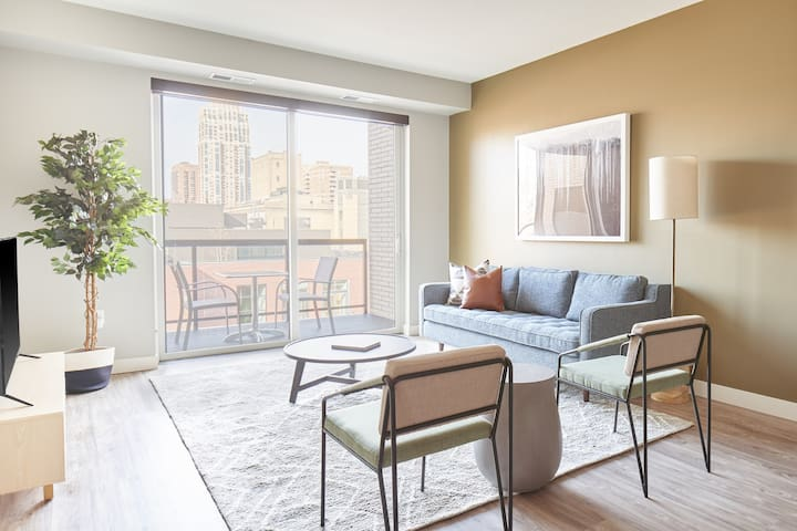 Sonder | Vicinity | Ideal 1BR + Den
