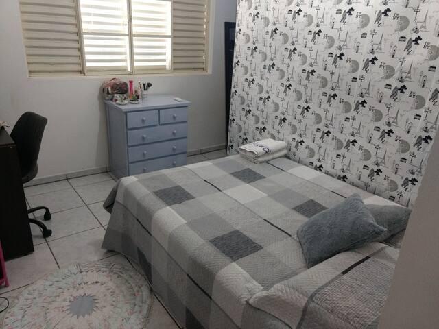 Quarto suite com  ar condicionado