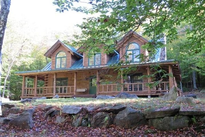 Great Log Home near Jacobs Pillow! - Becket - Haus