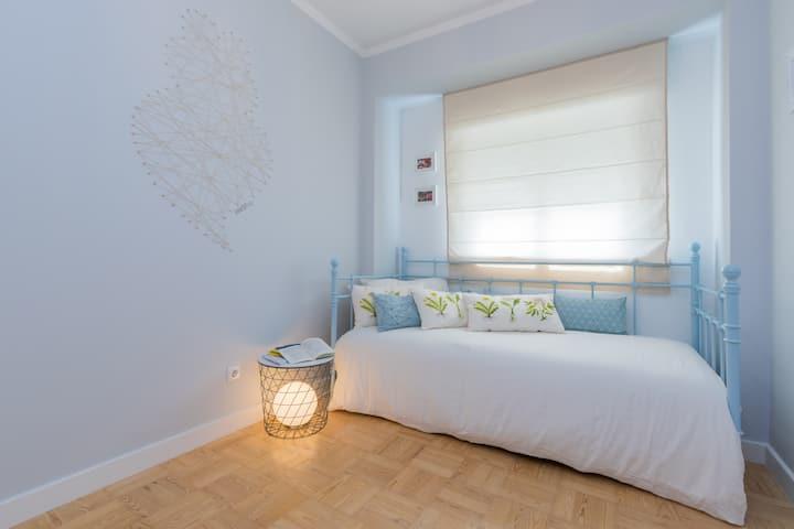 Lisbon Airport Hostel - Minho Bedroom
