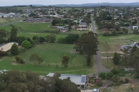 Quiet Semi Rural  Close to town  Kilmore 3764 - Kilmore - Haus