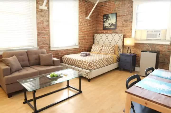 Maryplace Vintage Apartment in Fashion District LA