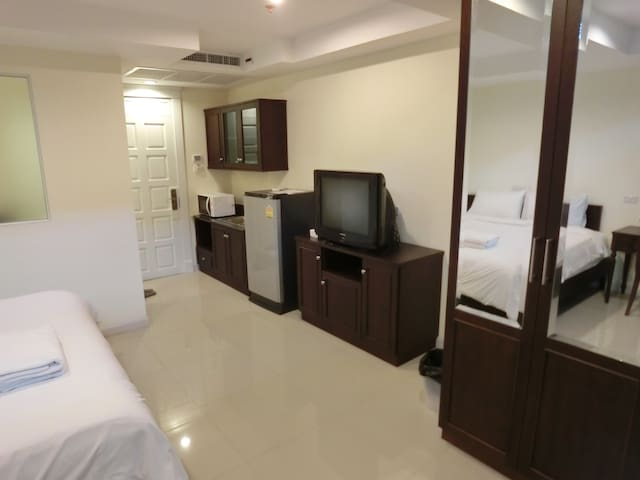 Rama 4 near MRT Khlong Toei (1kilometer) Room 173