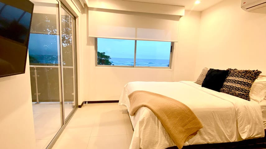 Comfy and stylish Beach Front Condo, Bejuco Beach