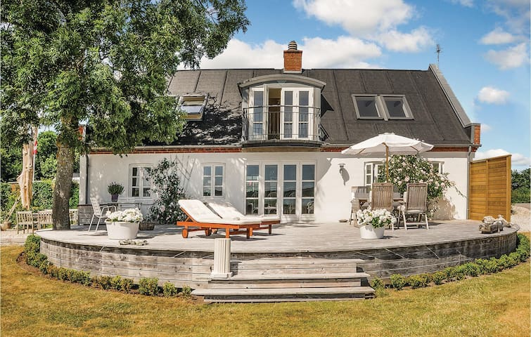 Holiday cottage with 3 bedrooms on 157m² in Lemvig