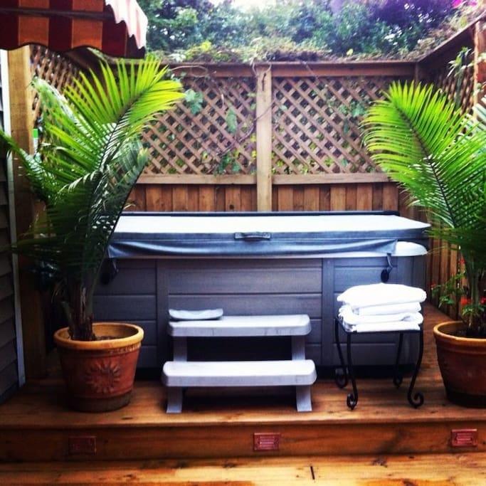 Relax your cares away as you soak in this great hot tub. (summer)