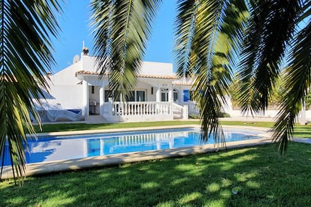 Beautiful Villa with private pool for up to 8