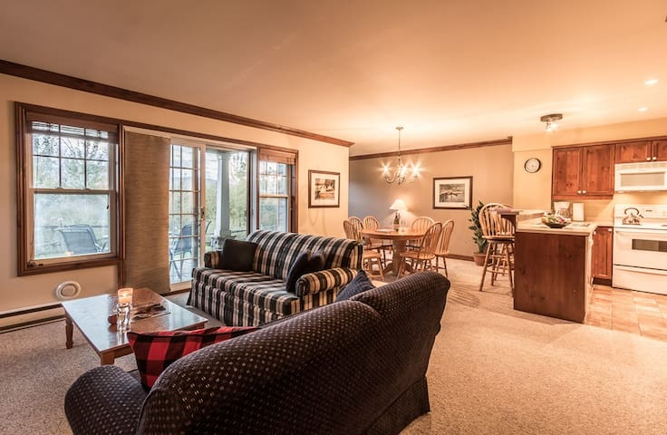 Cozy Condo With View of Slopes - Mont-Tremblant - Lägenhet
