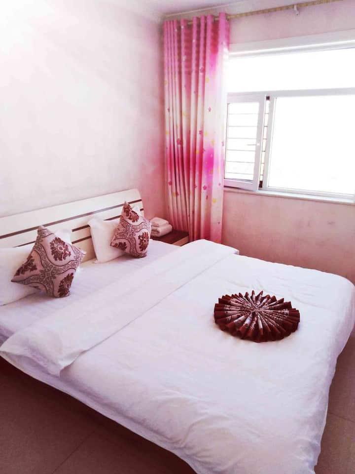 西宁曹家堡晶巢公寓大床房