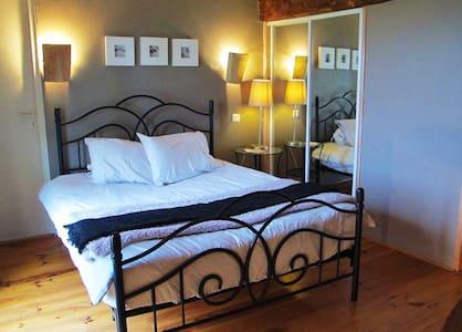 Chambres d'hôtes Le Bourdiel : La bergerie - Engayrac - Bed & Breakfast