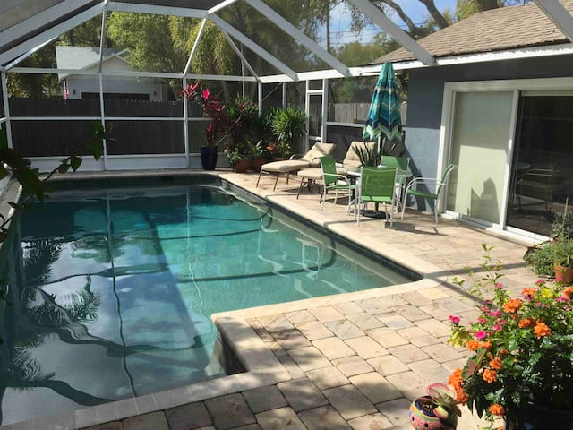 Casa Tranquila: huge 1BR/1BA 1.5 ml to Siesta Key.