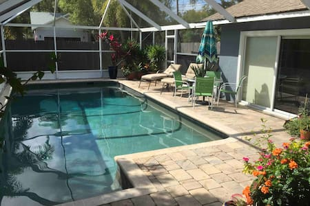 Casa Tranquila, huge 1BR, minutes to Siesta Key!