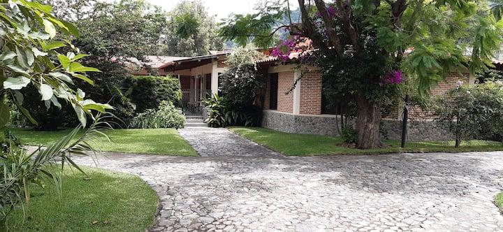 LA CASA DE LOS ABUELOS, House