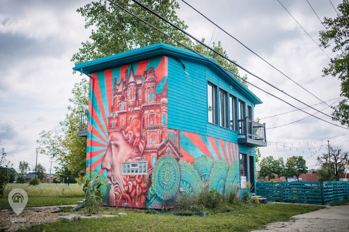 The Painted House by Eastern Market ~Boutique B&B~