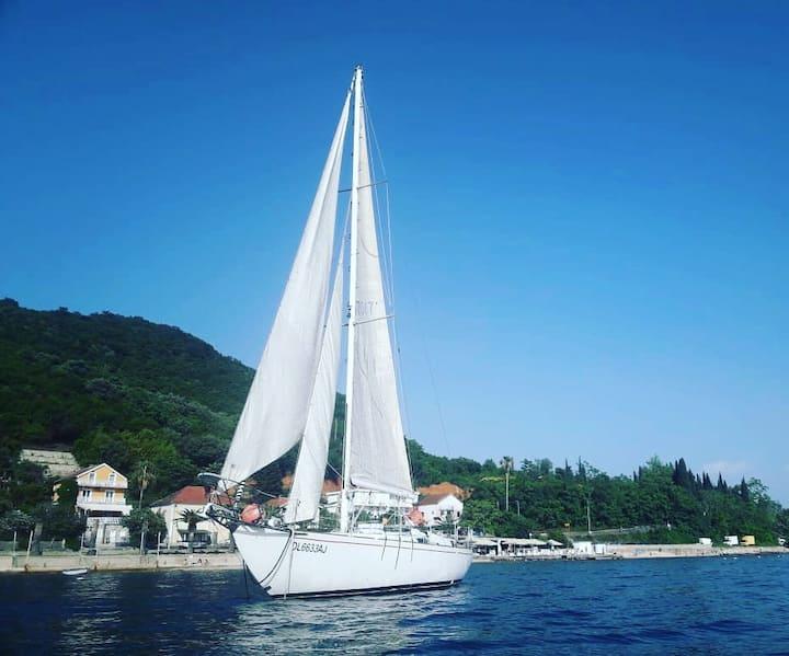 Яхта Jovana