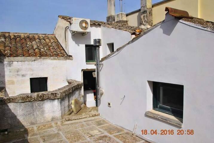Casa antica di atmosfera, a Scorrano - Scorrano - Hus