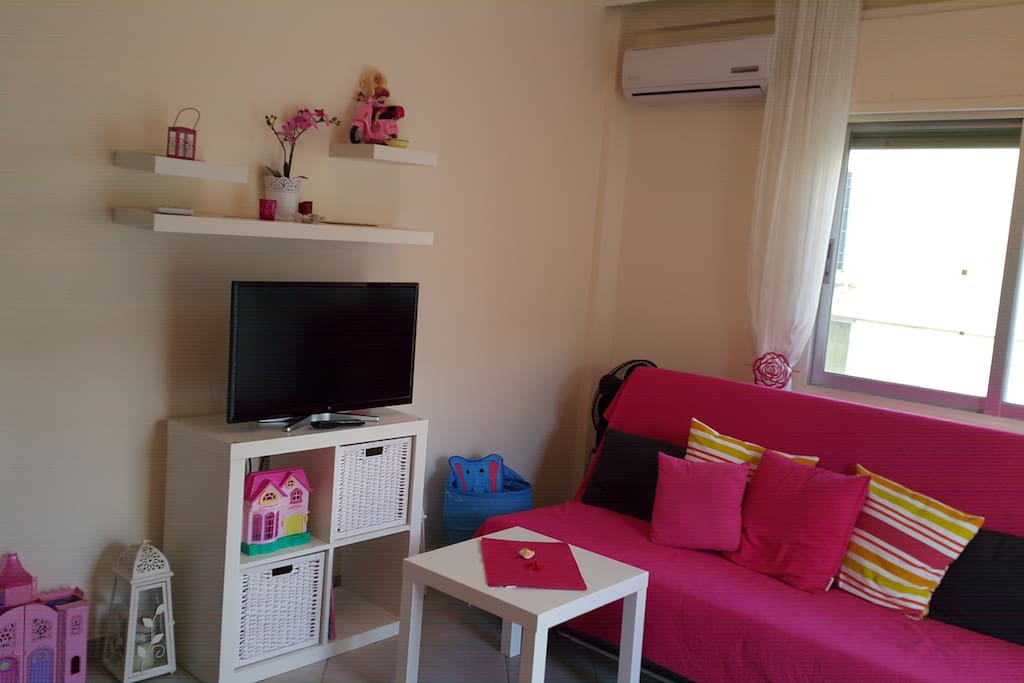 Living room with 2 double beds, air condition and led tv