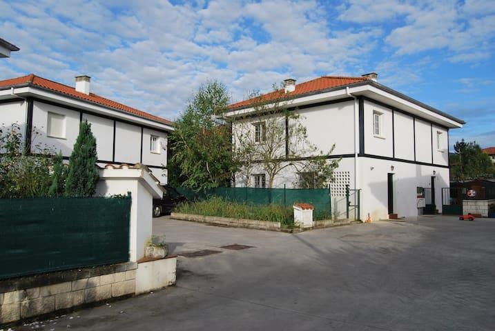 Adosado en la Costa Esmeralda en Cantabria - San Pantaleón de Aras - Řadový dům