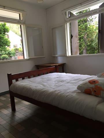 Chambres à la MONTAGNE - ST DENIS - La Montagne - House