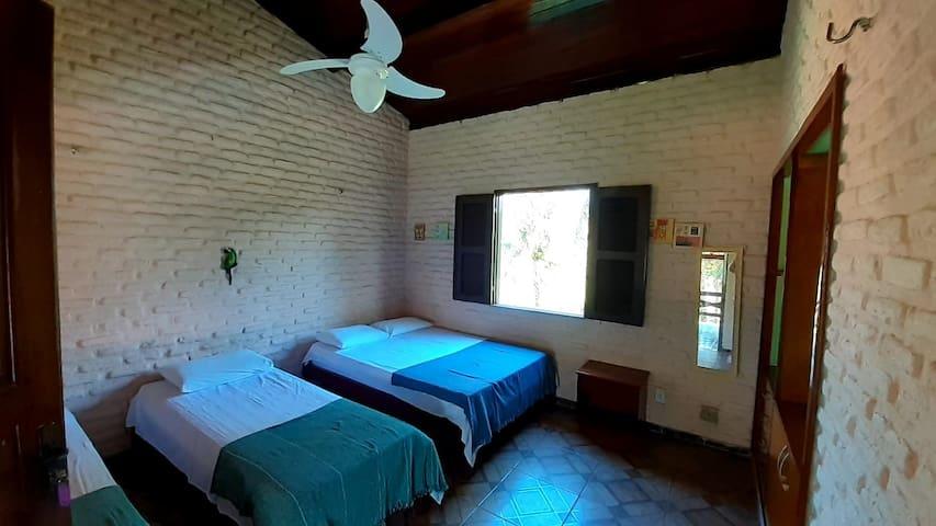 3º Suíte com cama de casal e dois camas de solteiro