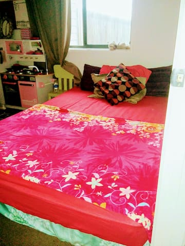 Cosy and Cute Room &Comfy Floor Bed - Macgregor - Dom