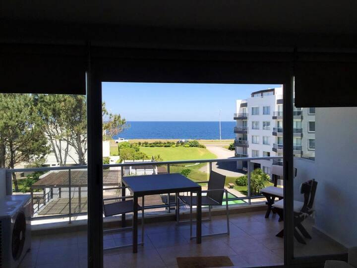 Apartamento P 37 frente al mar y con piscina. 4 p