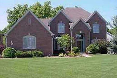 Executive Home/NE Indy/Geist Lake - Indianapolis - House