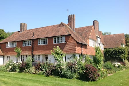 Beautiful rural family home - Ashford
