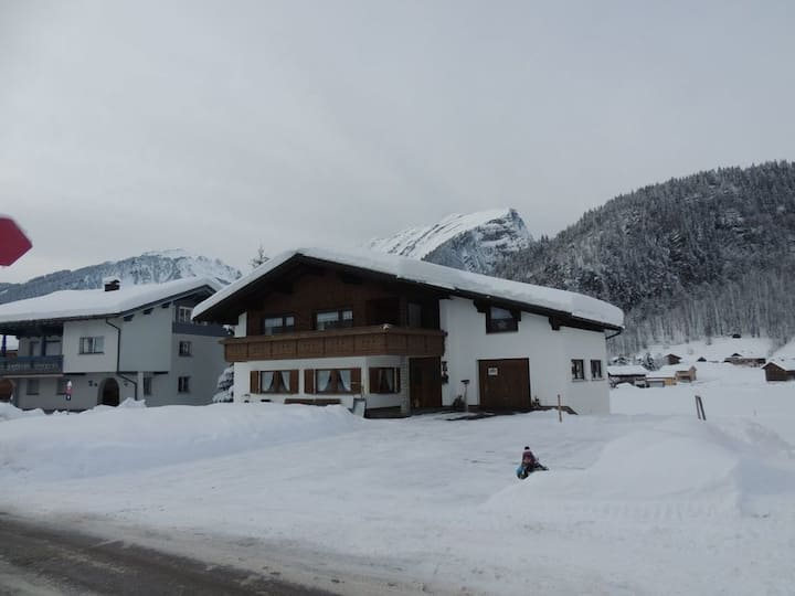 Holiday Apartment Haus Bergfrieden with Mountain View, Wi-Fi & Balcony; Parking Available, Pets Allowed
