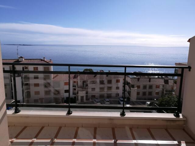 Santa Pola del Este con increíbles vistas al mar