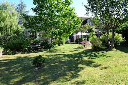 Chambre dans village calme, à 10 Km de Beauvais