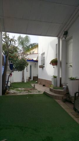Alquiler habitacion en chalet pareado con jardin - Mairena del Aljarafe - Chalet