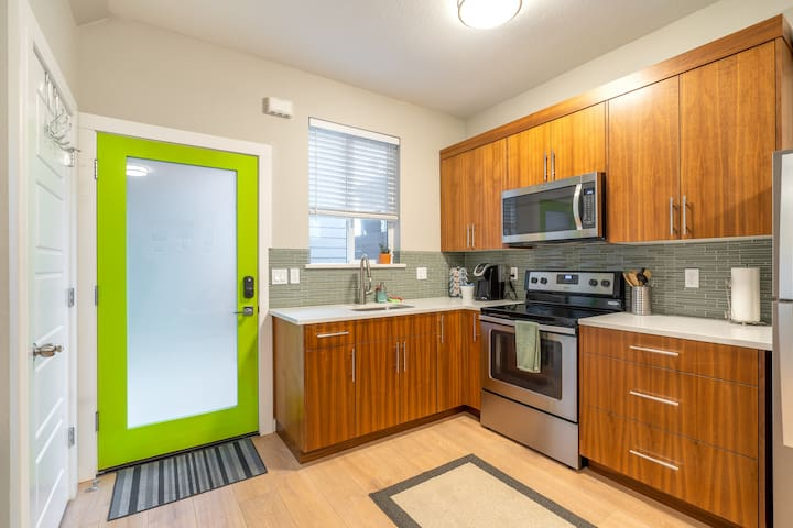 New One Bedroom Apartment In the Alberta District