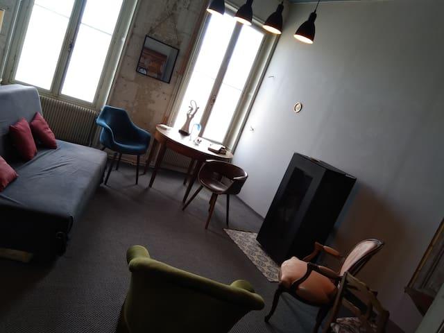 Salon 2 ... Pour un moment lecture ...  Ou couchage pour des réservations à 6 ou habitation complète (sur demande spécifique)