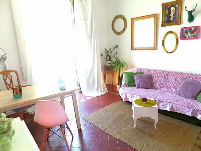 ARTISTIC AND QUIET ROOM WITH PRIVATE LOUNGE - Barcelona - Apartment