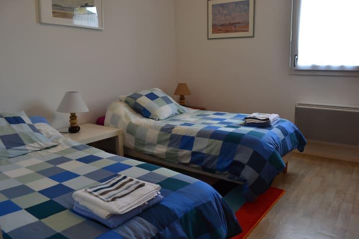 La chambre à 2 lits.