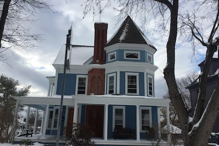 Mountain View Big Blue Victorian - Catskill - บ้าน