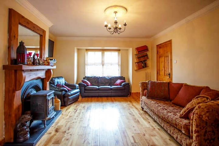 10 minutes to City and beside the seaside - Galway - Huis