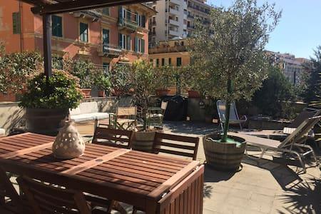 Attico tranquillo grande terrazzo - Genova - Huoneisto