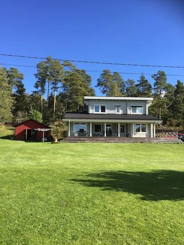 Boende med sjötomt och brygga - Bovik - House