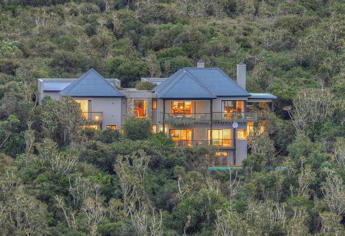 Makarios on the River-Protea Suite
