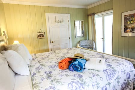 The Homestead B&B - Garden Room - Rehoboth Beach