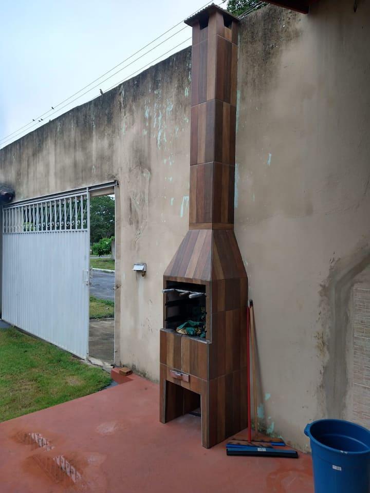 Casa em Aruanã 4/4  suítes e 02 banheiros social