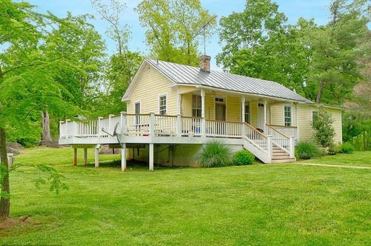 Whites Ferry Manor Guest Cottage