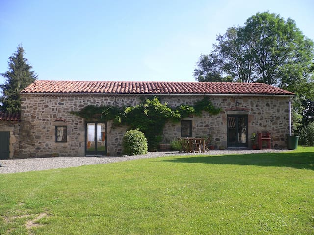 2 attached gites with private pool. - Condat-lès-Montboissier - Σπίτι