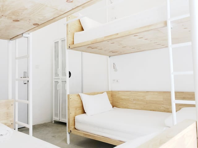*NEW / Stay = Support / 4-Bunk-Dorm (HOOD HOSTEL)