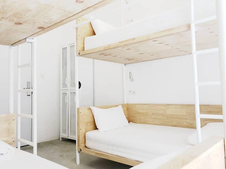 *NEW / Stay = Support / 4-Bunk-Dorm (HOOD HOSTEL)